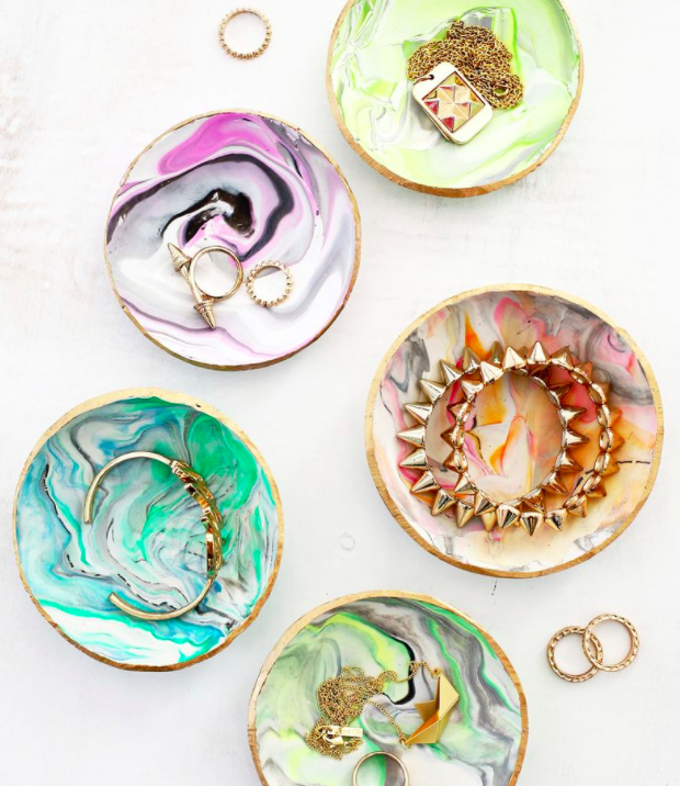 Makeup storage ideas DIY marbled dishes